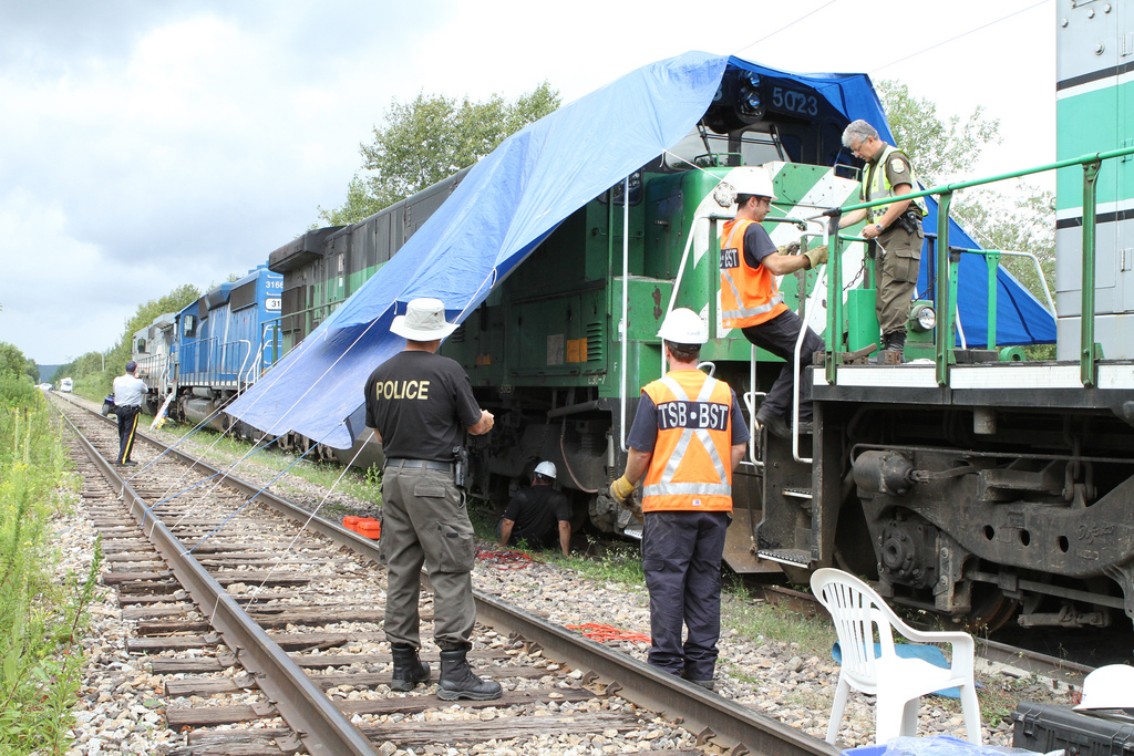 TSB investigators testing the brake shoe force of the locomotives on site in Lac-Mégantic